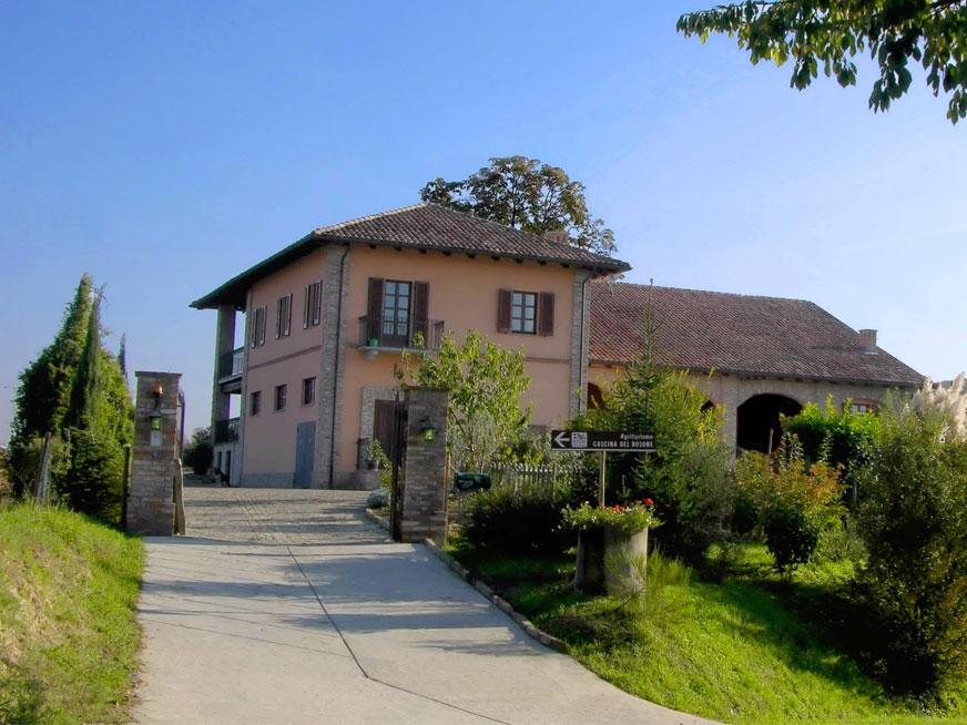 cascina_rosone_driveway